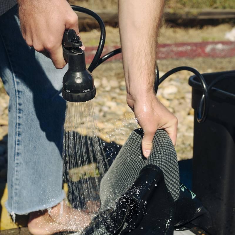 BeachBox multi-spray gun rinsing wetsuit