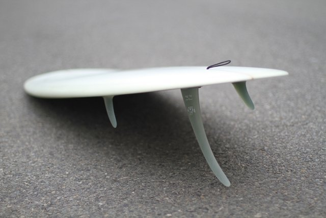 surfboard with a 2 + 1 fin set up